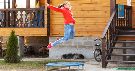 10 Perfect Trampolines for Adults – Have a Safe & Healthy Exercises every Morning